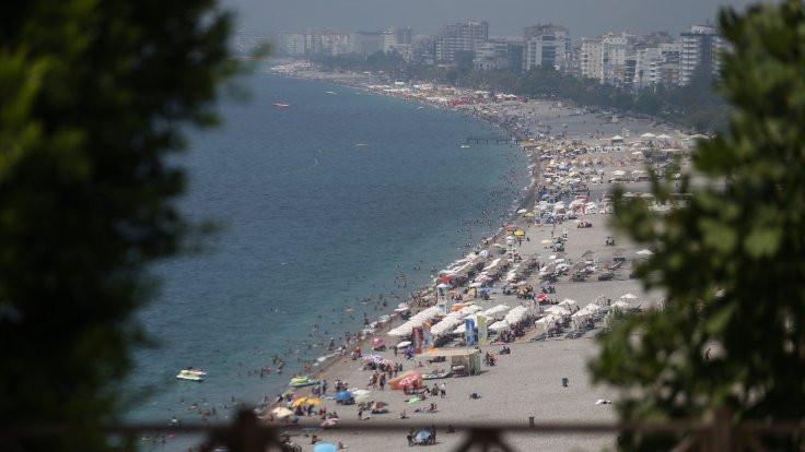 Sağlık Bakanı: Birinci dalga sahillere indi
