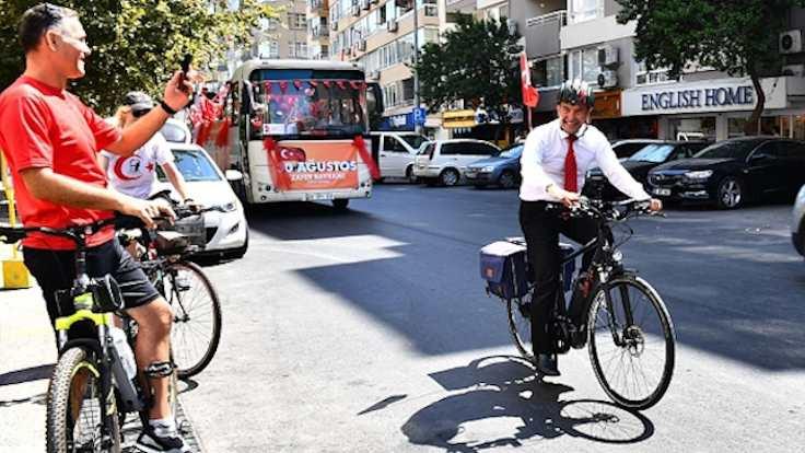 Otobüse izin çıkmayınca bisikletle zafer turu attı
