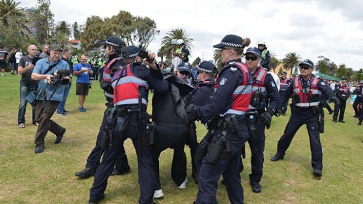Avustralya'da 'yasak' protestosu