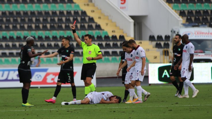 Denizli'de gol yok: 3.5 dakikada oyundan atıldı
