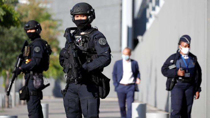 Fransız gazetecinin 'polislik' deneyimi