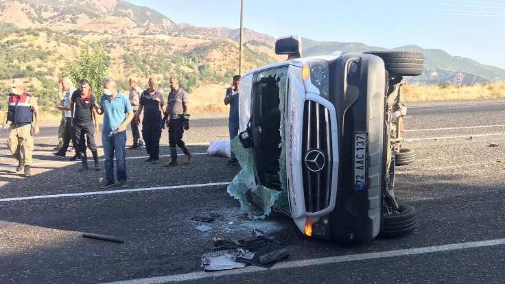 Trafik kazası: 11 işçi yaralandı