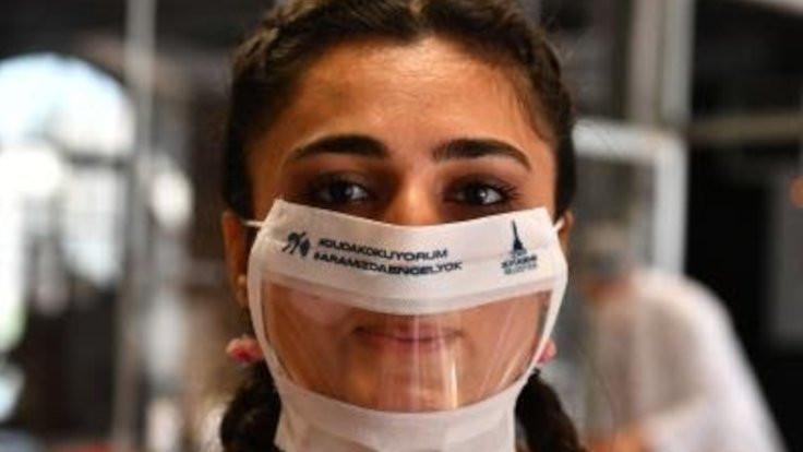 İşitme engelliler için şeffaf maske