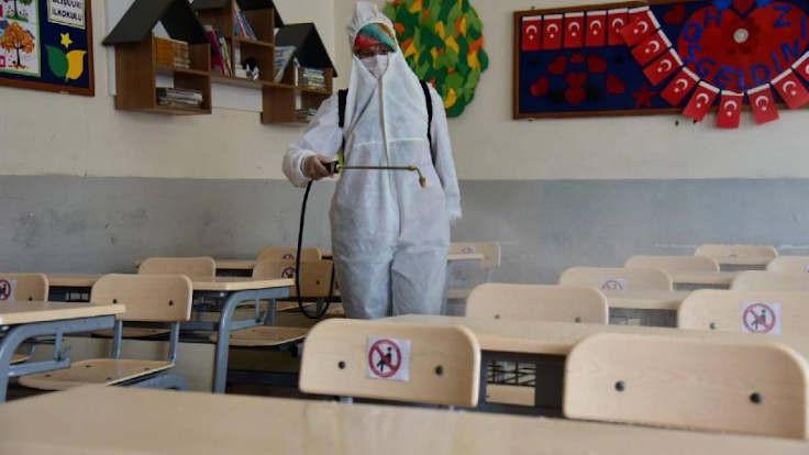 Okullara görevliler dışında kimse girmeyecek