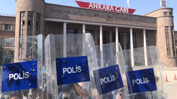 Ankara'da polis 'barış zinciri'ni engelledi