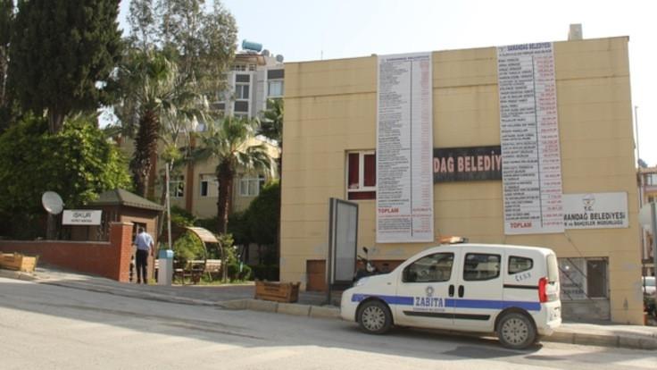 Başkan, Samandağ Belediye binasını satışa çıkardı