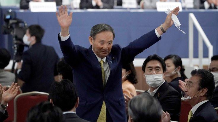 Japonya'da Abe'nin partisi yeni liderini seçti