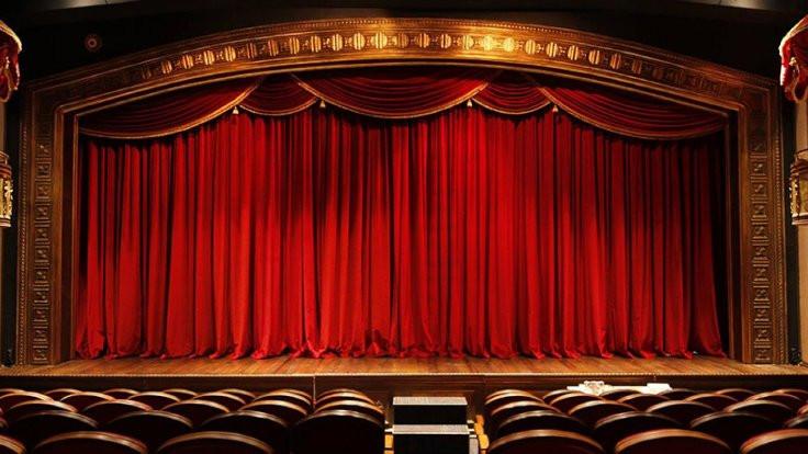 Tiyatroculardan açıklama
