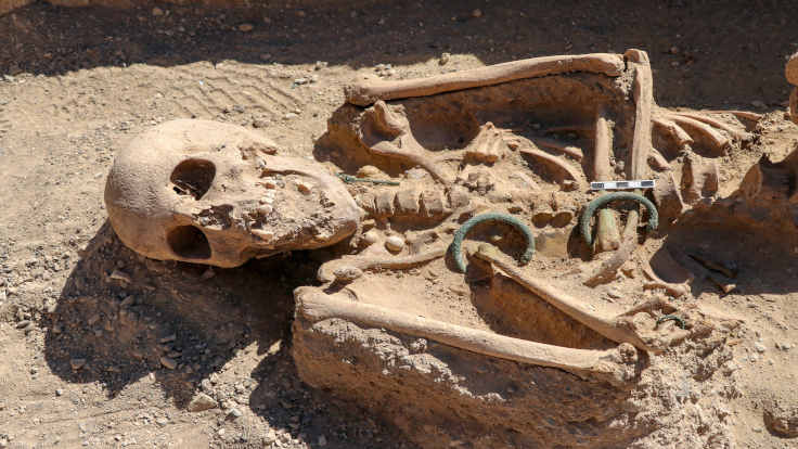 Takı setiyle gömülmüş Urartulu kadın bulundu
