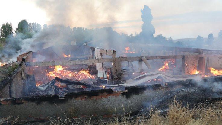 Kereste fabrikası yandı
