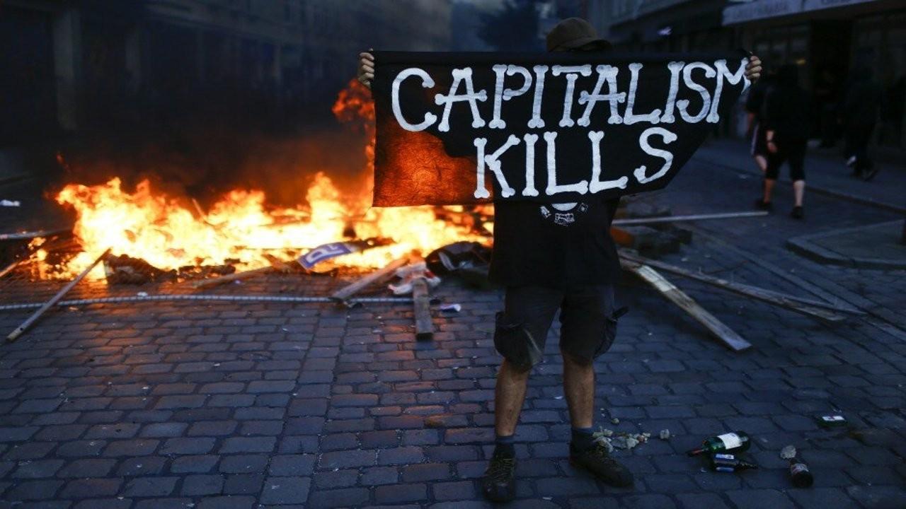 İngiltere'de okullarda 'anti-kapitalizm' yasağına tepki