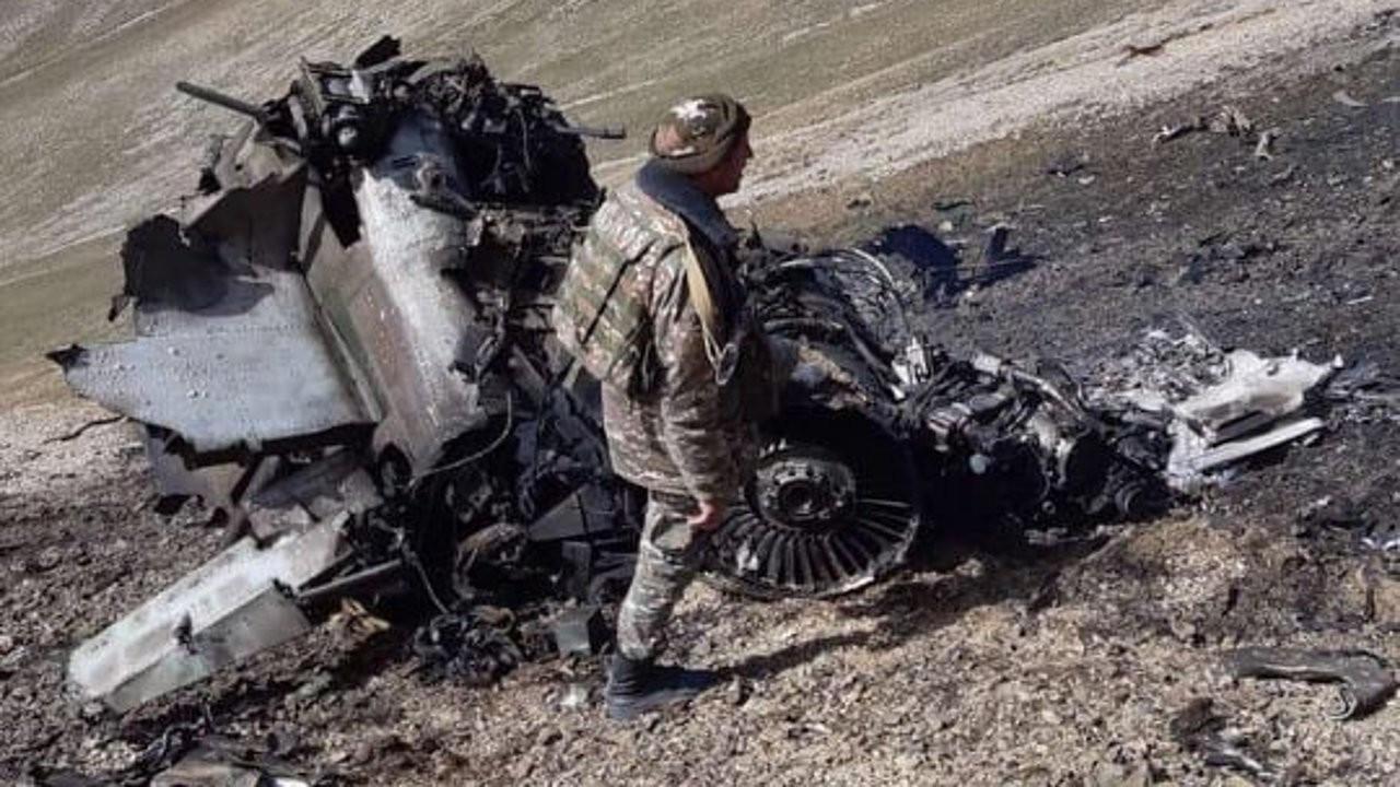 Azerbaycan: İki Ermenistan uçağı dağa çakıldı