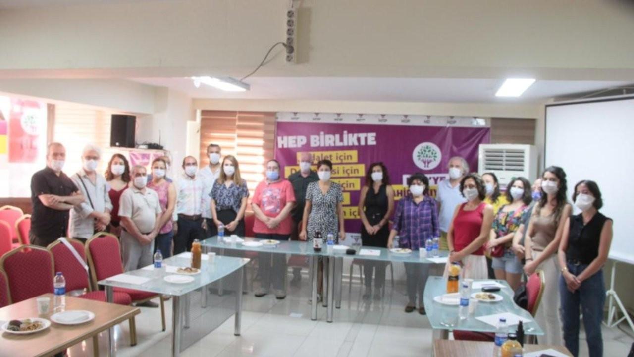 İzmir'de akademisyen, avukat ve insan hakları savunucuları HDP'ye üye oldu