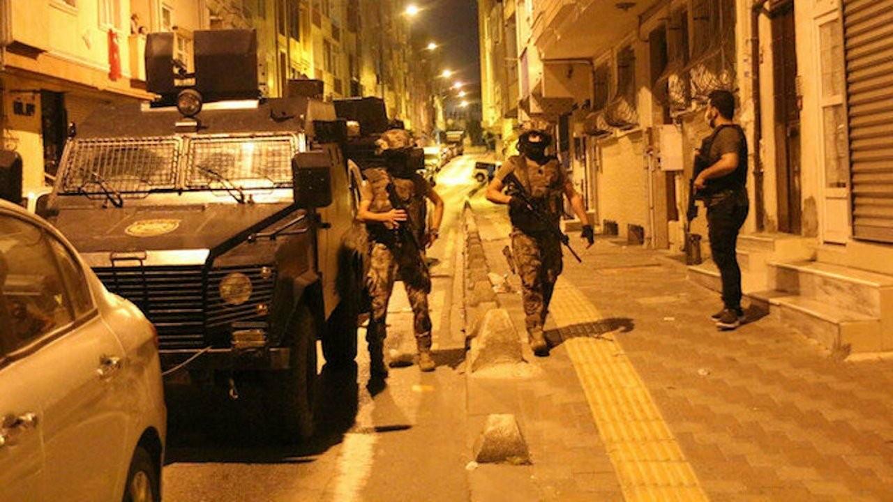 Taksi duraklarına polis baskını: 22 gözaltı