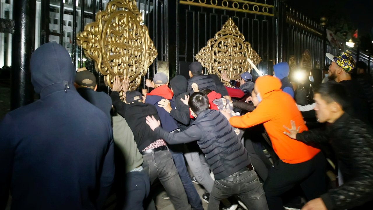 Kırgızistan'da seçim protestosu: Sonuçların geçersiz olduğu duyuruldu