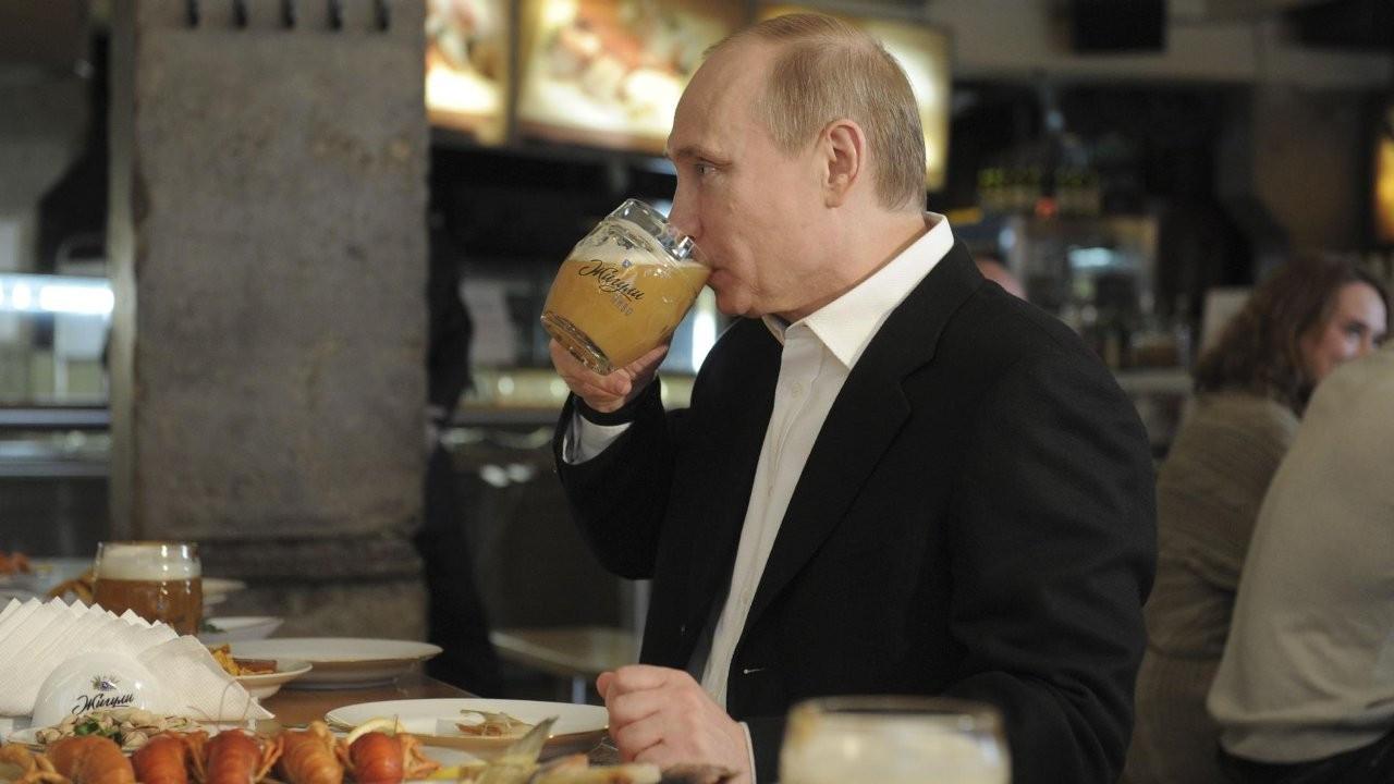 Putin: Birayı bırakmaya çalışıyorum, göbek yapıyor