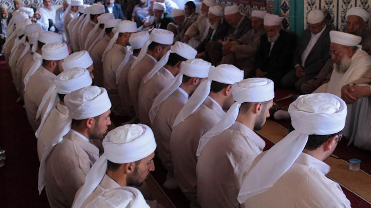 AK Partililerin yüzde 46.9'u 'Tarikatlar kapatılmalı' diyor