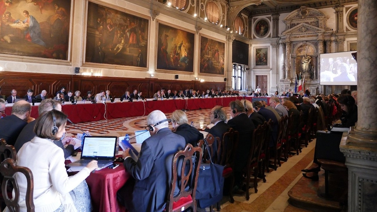Venedik Komisyonu: Çoklu baro sistemi sakıncalı ve riskli
