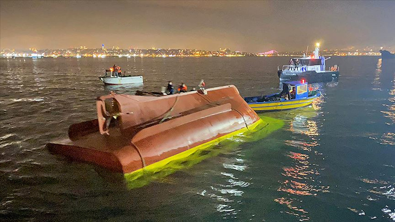 İstanbul'da balıkçı teknesi battı, 2 kişi öldü