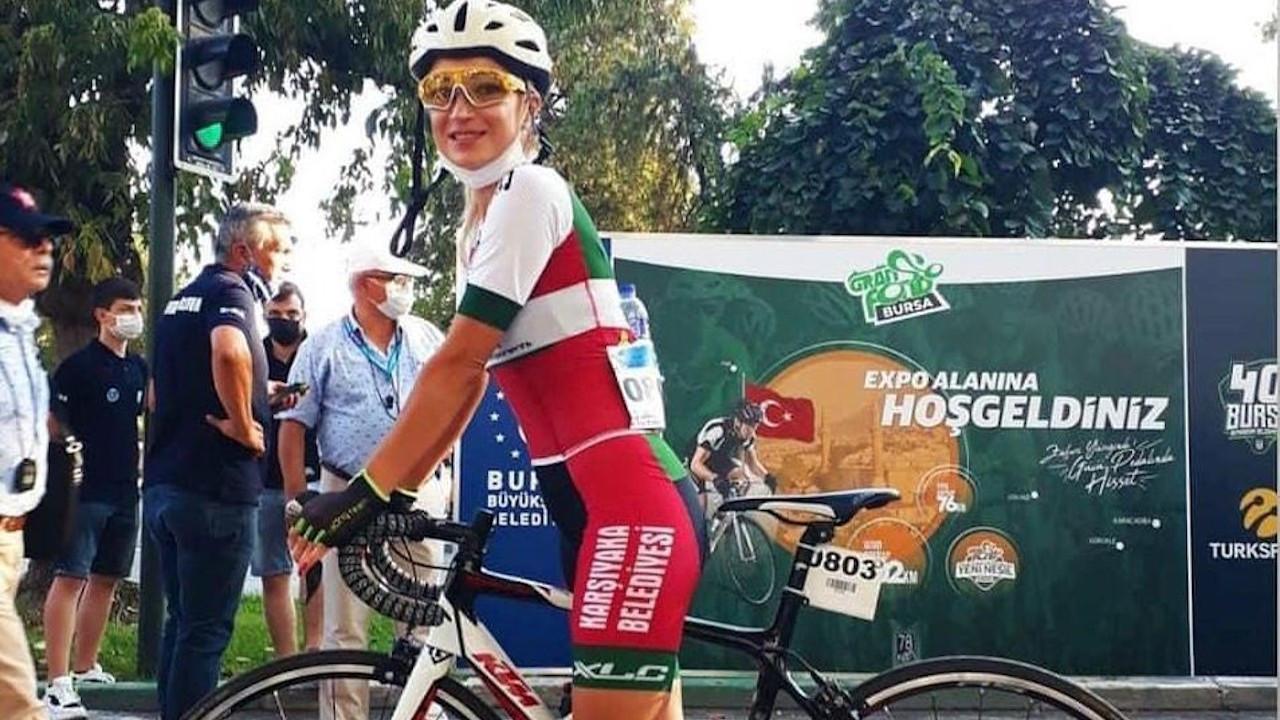 Antreman yapan kadın bisikletçiye kamyon çarptı