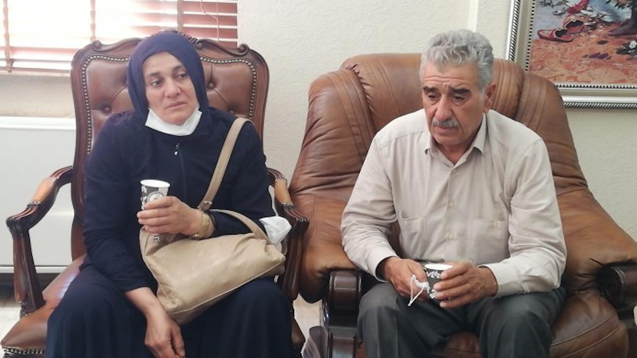 İpek Er'in annesi ve babası