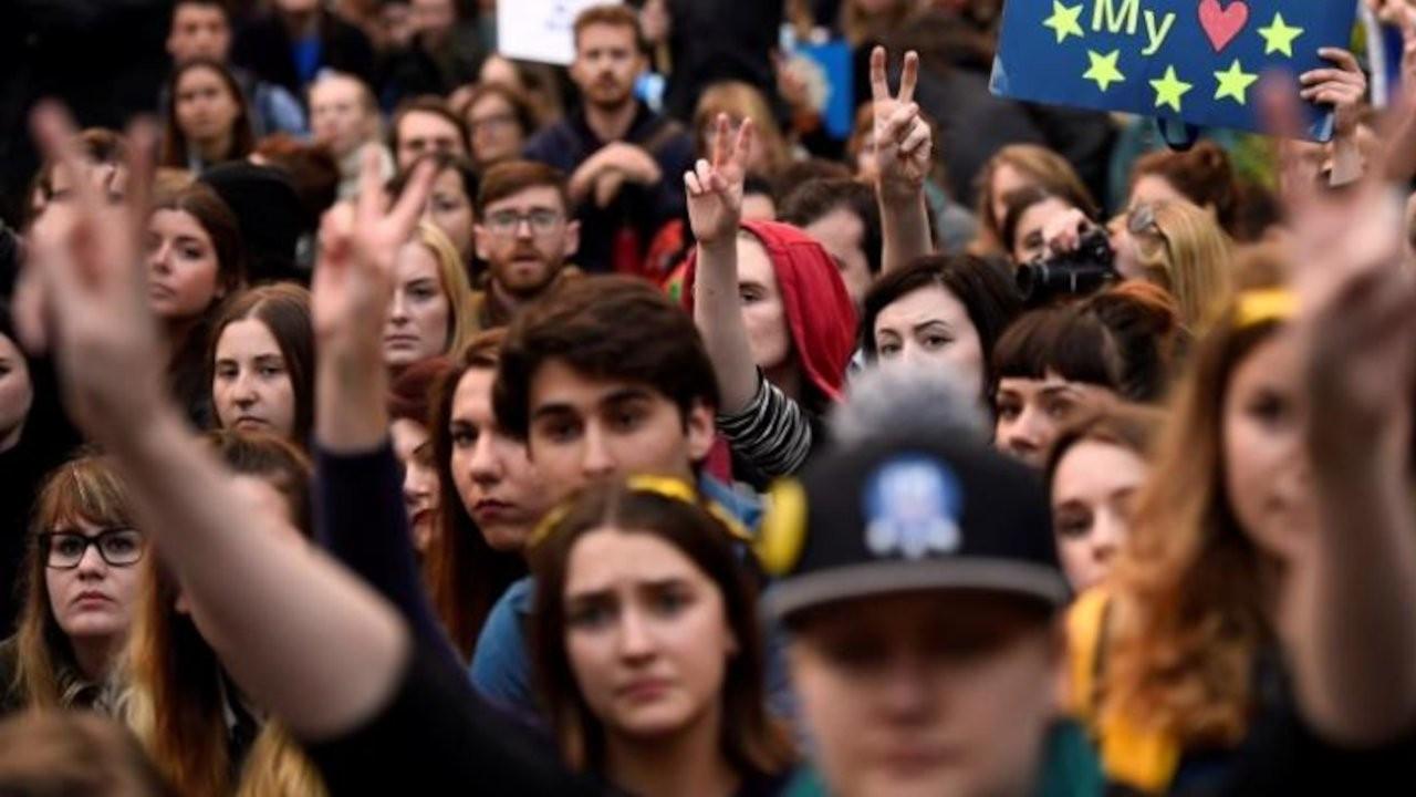 Araştırma: Milenyum kuşağı demokrasiden memnun değil