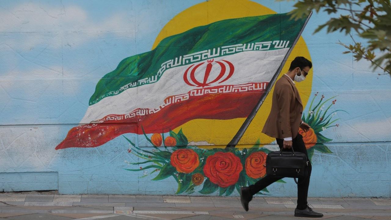 İran'da yeni rekor: 5 bin 39 yeni vaka açıklandı