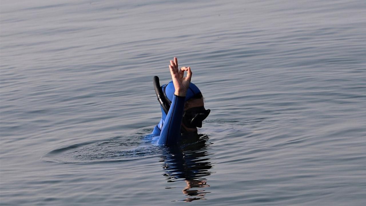 Şahika Ercümen, batan yolcu gemisinin etrafında dalış yaptı