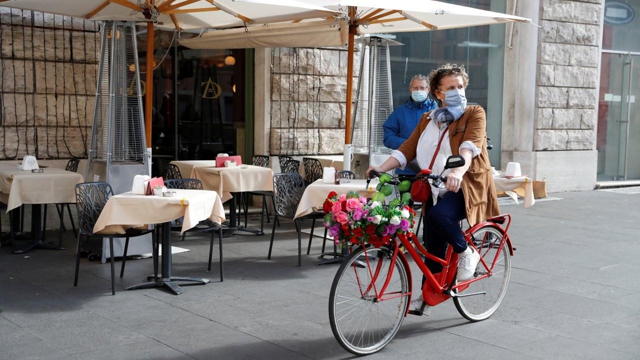 İtalya'da restoran ve barlara saat kısıtlaması