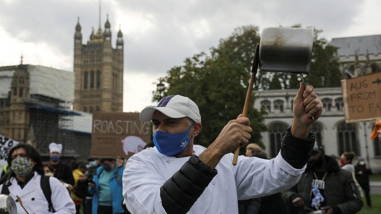 Araştırma: İngiltere'de her gün 100 bin kişi koronaya yakalanıyor
