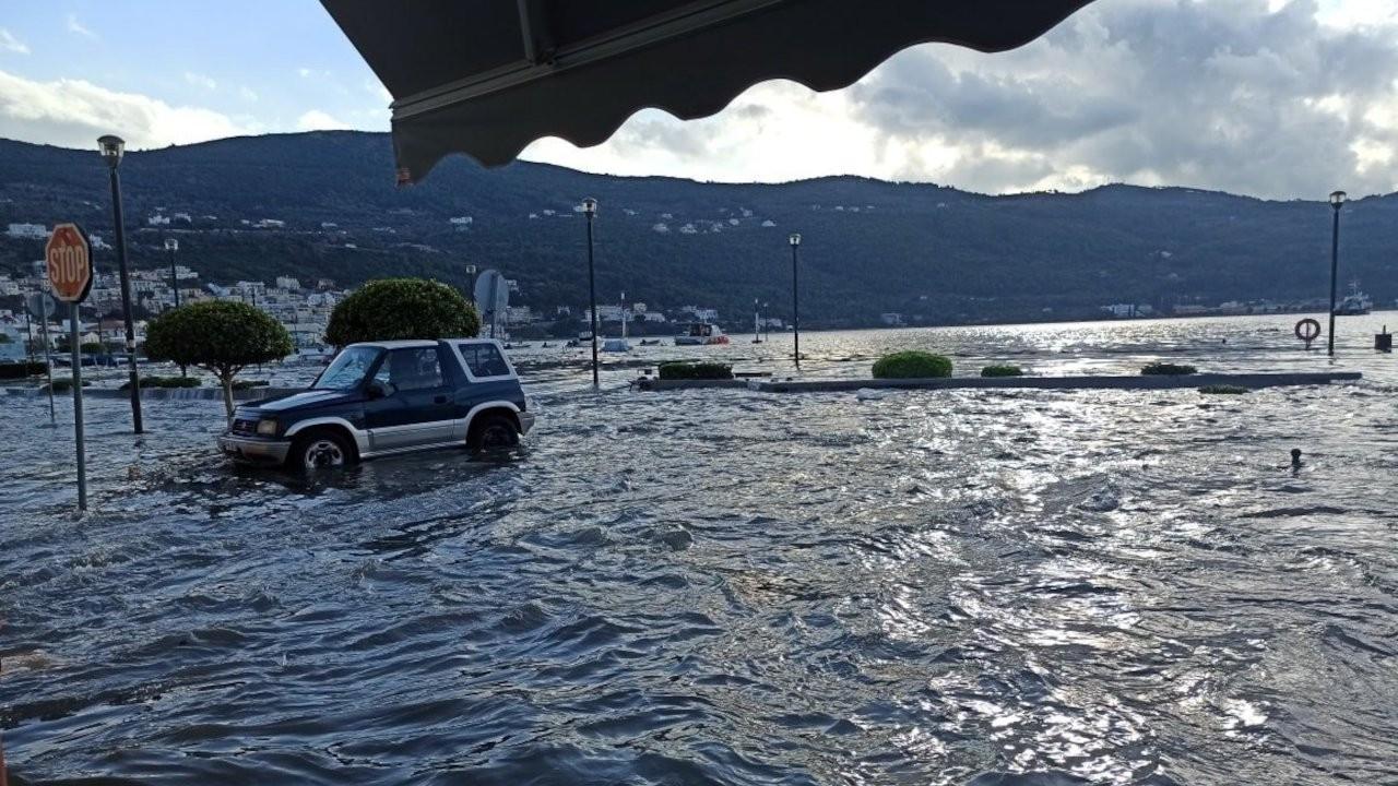Samos'ta da çok sayıda bina hasar gördü