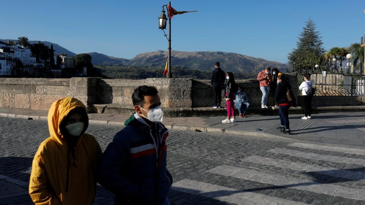İspanya'da yeni rekor: Bir günde 55 binden fazla vaka kaydedildi