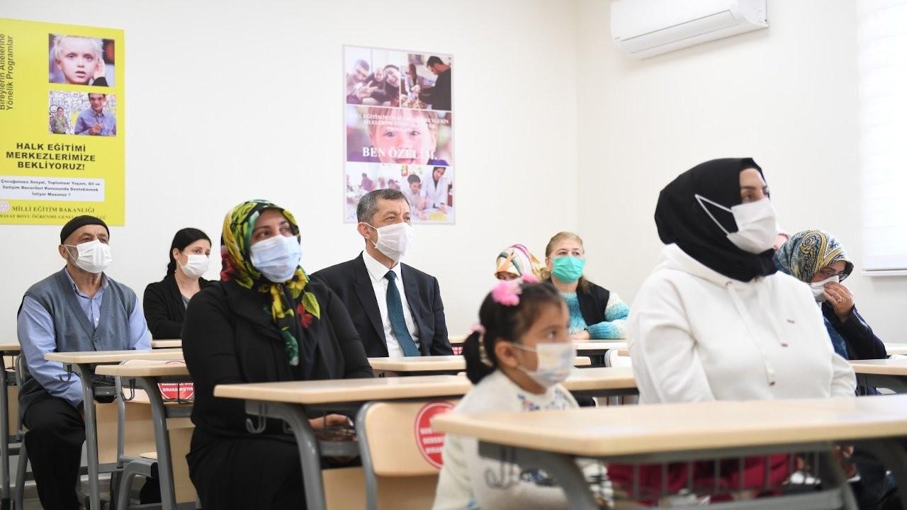 Mili Eğitim Bakanı Selçuk: Okullar çarşı pazardan güvenli