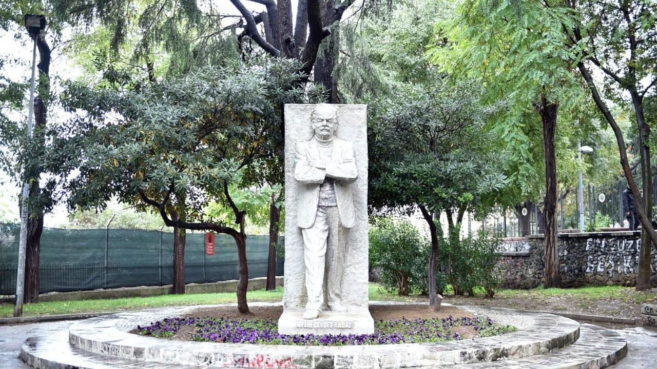 Beşiktaş'ta yakılan Melih Cevdet Anday heykeli onarıldı