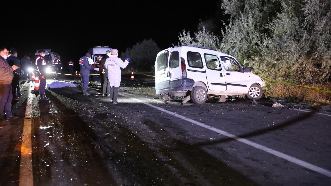 Ambulansı sollamaya çalıştı: 4 ölü, 3 yaralı