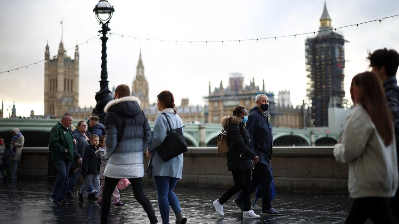 Londra'da 40 kişinin karıştığı kılıçlı kavgayı polis ayırdı