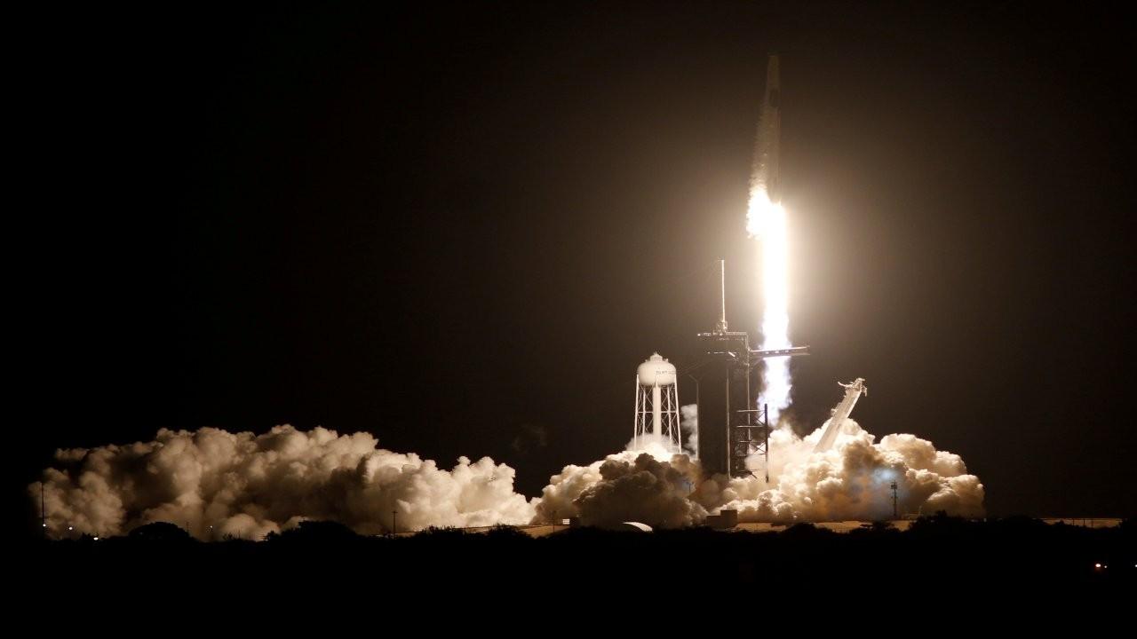 SpaceX'in Dragon'u 4 astronotla uzaya fırlatıldı
