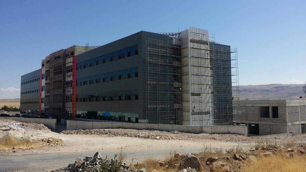Develi Devlet Hastanesi inşaatı yarım kaldı