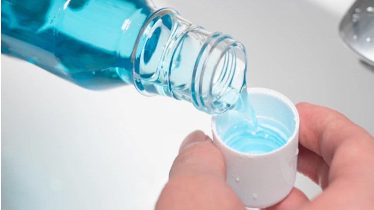 'Ağız çalkalama suyu tükürükteki virüsü 30 saniyede yok ediyor'