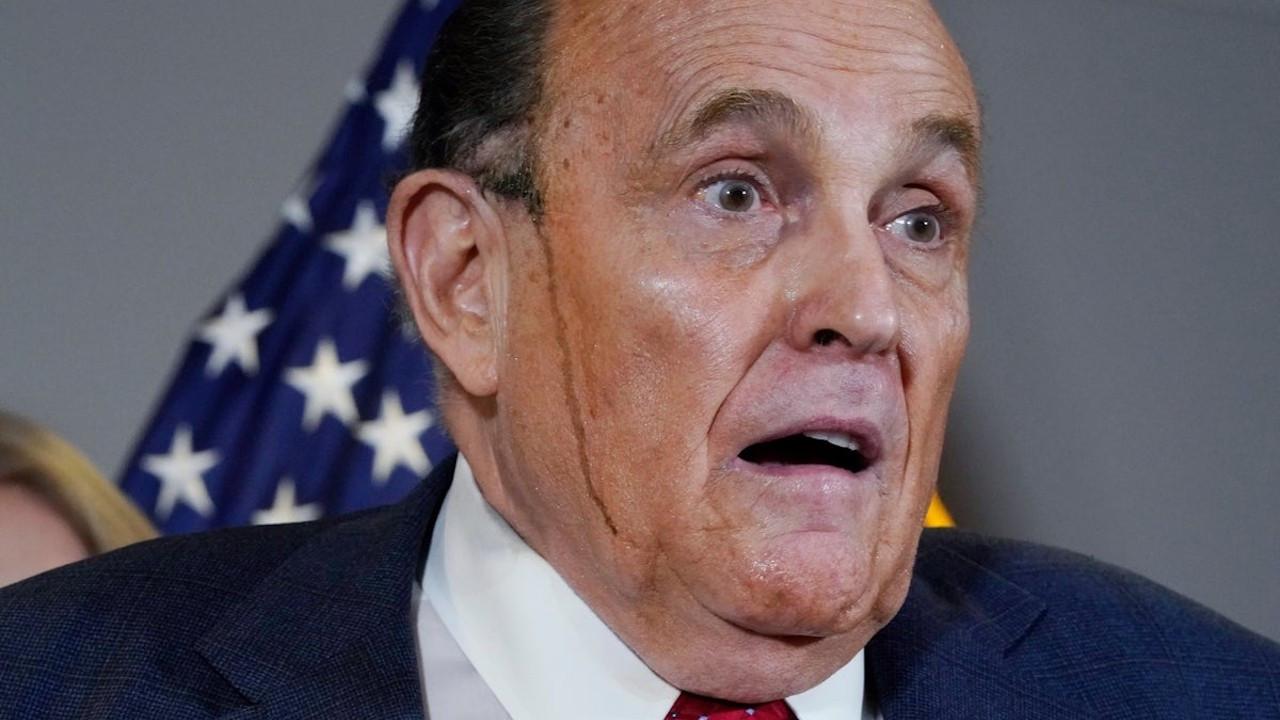Giuliani'nin iddialarından çok saç boyası konuşuldu