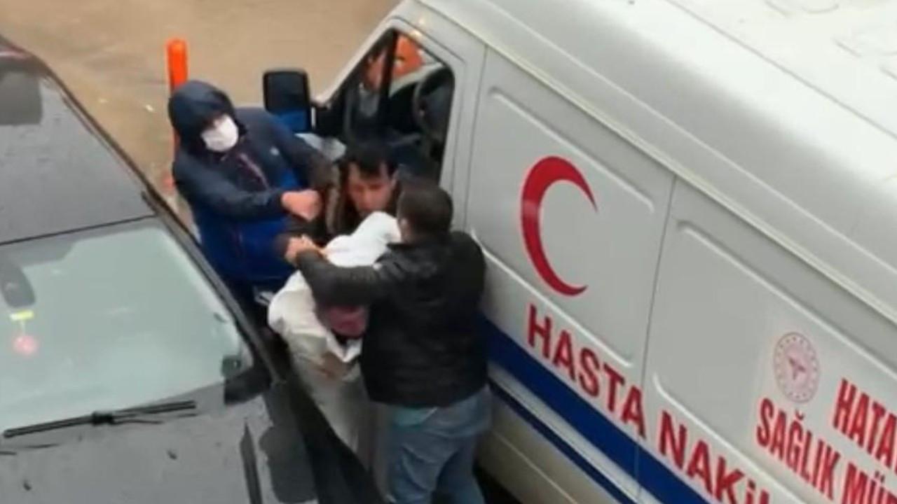 'Ben polisim' diyerek hasta nakil aracının sürücüsüne saldıran kişi gözaltında