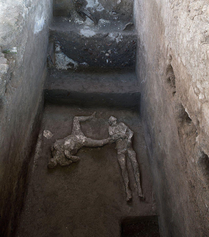 Pompeii'de yüzlerce yıl sonra büyük keşif: Külle kaplı iki cansız beden bulundu - Sayfa 4