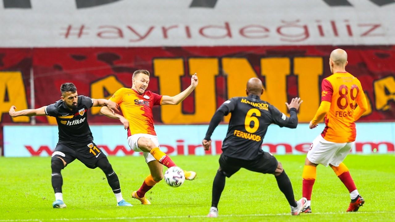 Galatasaray, 10 kişiyle mücadele eden Kayserispor'la berabere kaldı