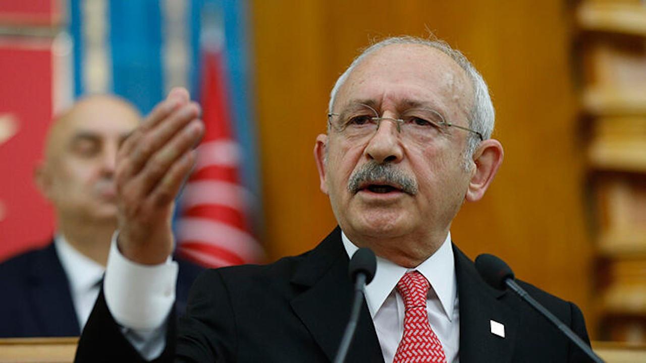 'Erdoğan faiz lobilerinin önünde diz çöktü'