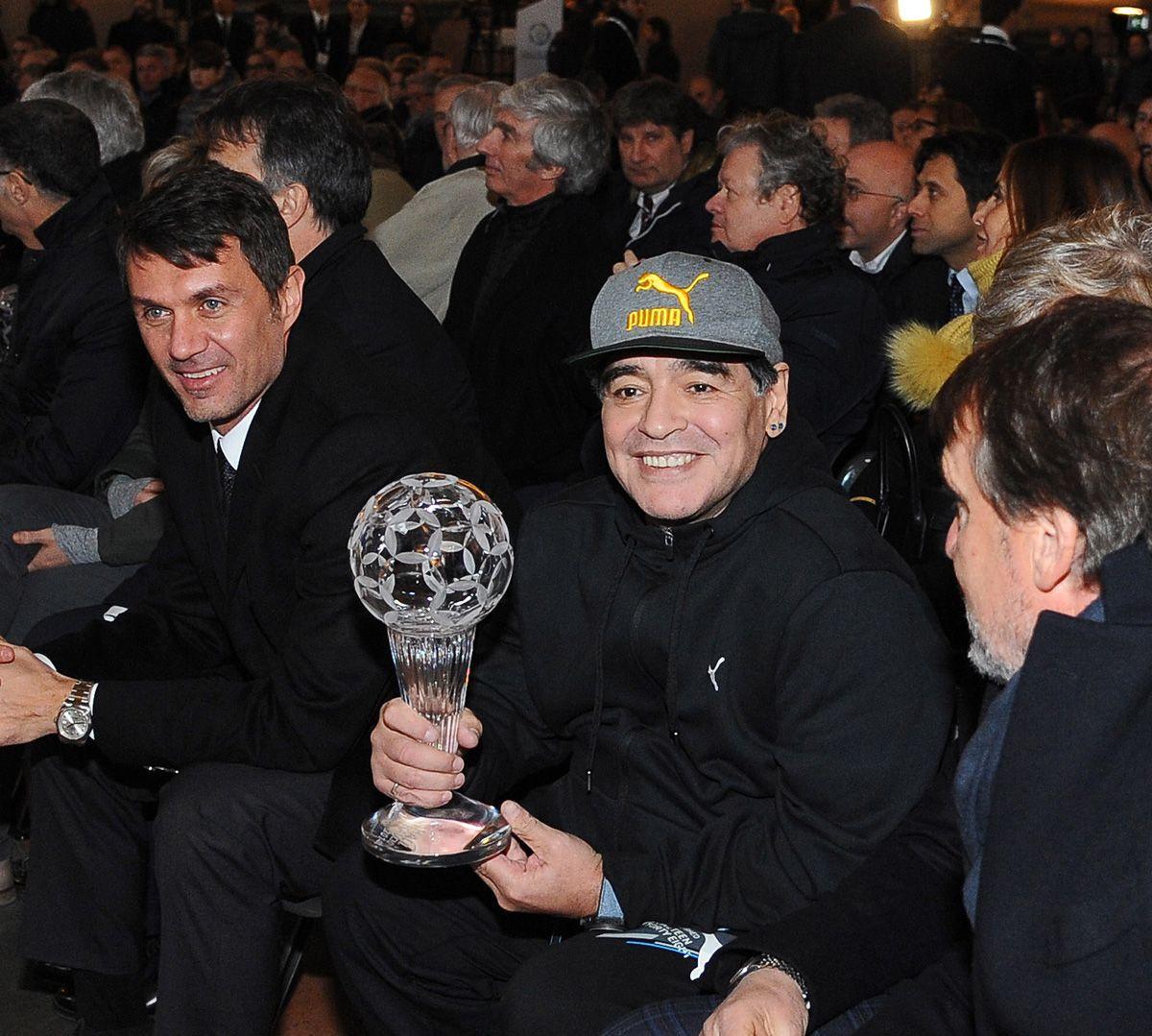 Maradona'nın mezar taşında da 'futbol topu' yazacak - Sayfa 3