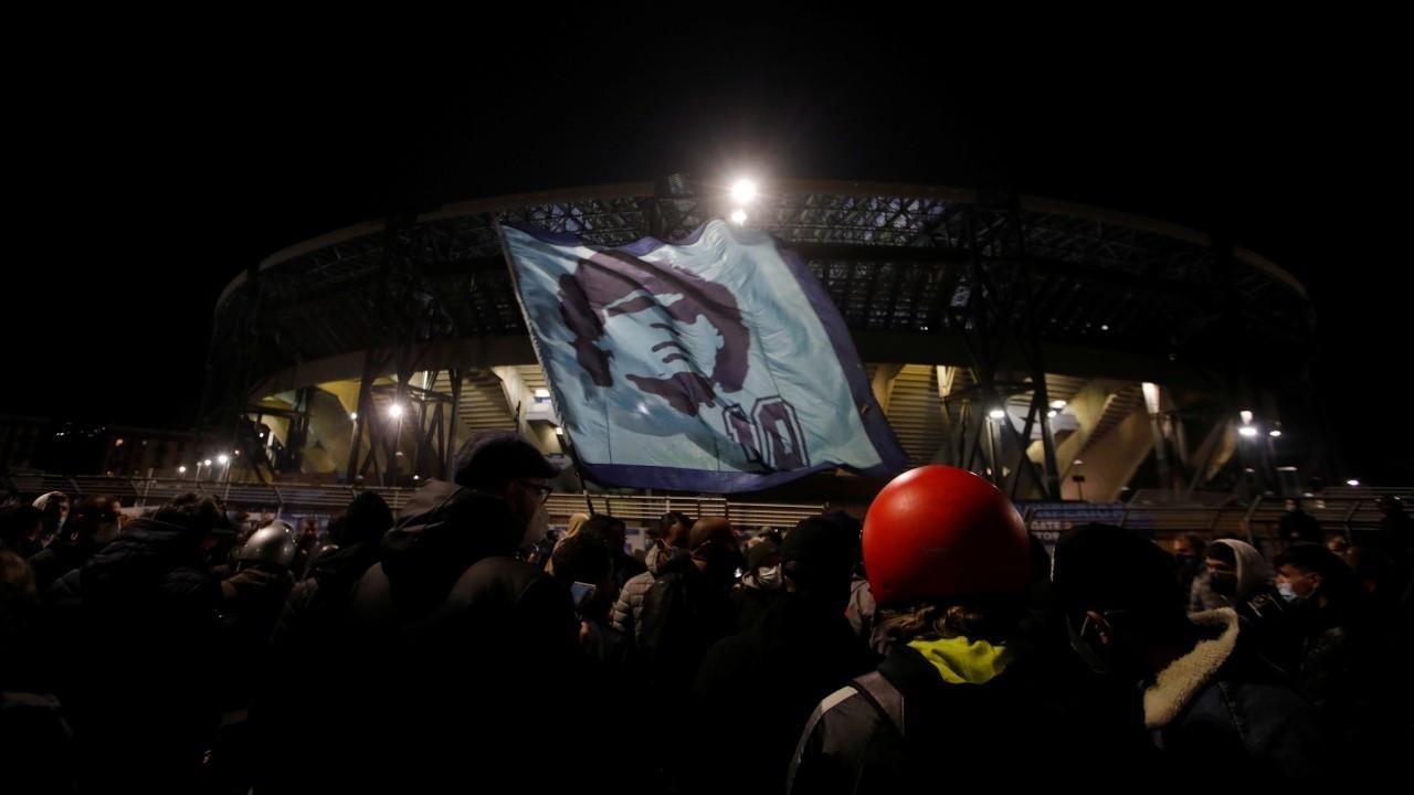 Napoli Maradona için yasta