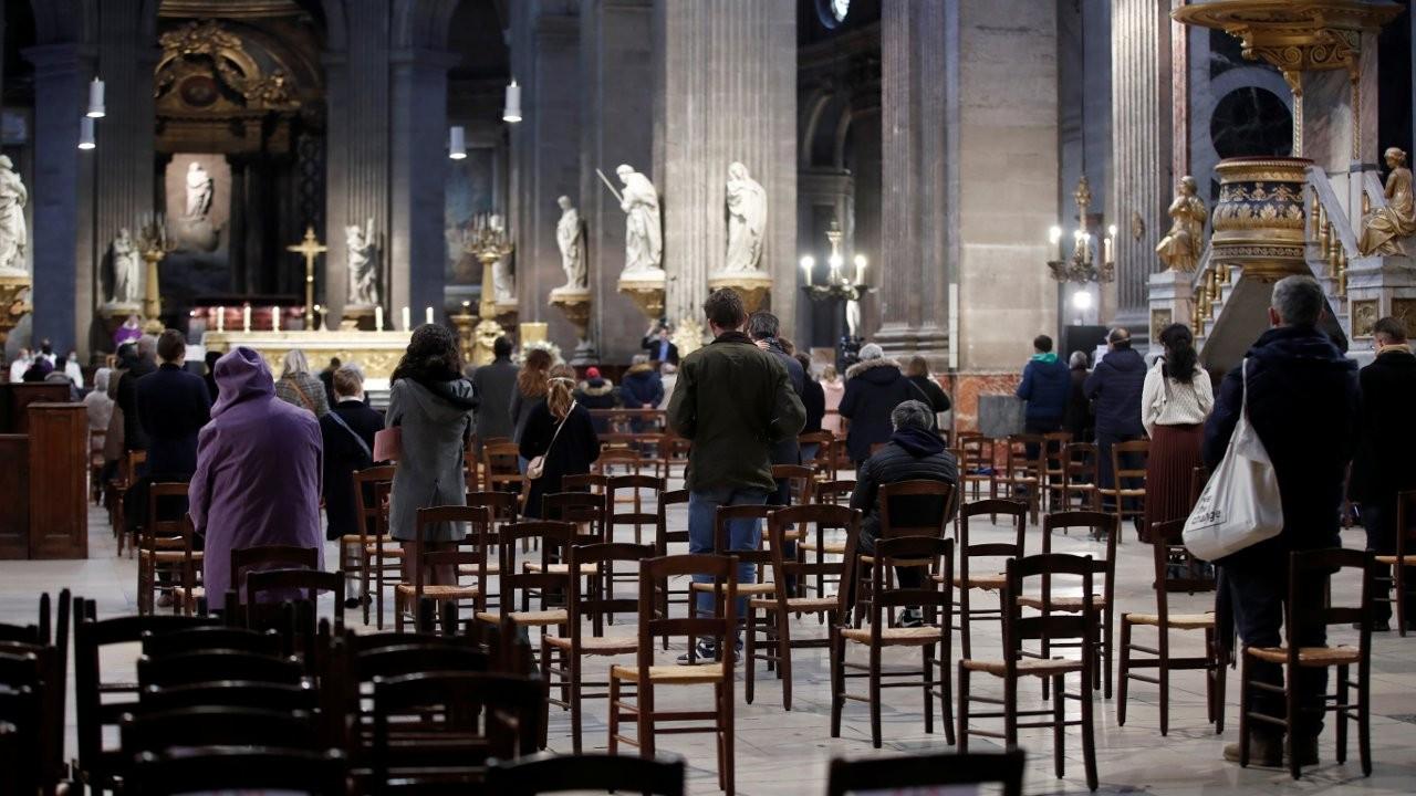 Fransa'da kiliselerde kişi sınırlamasına Danıştay engeli