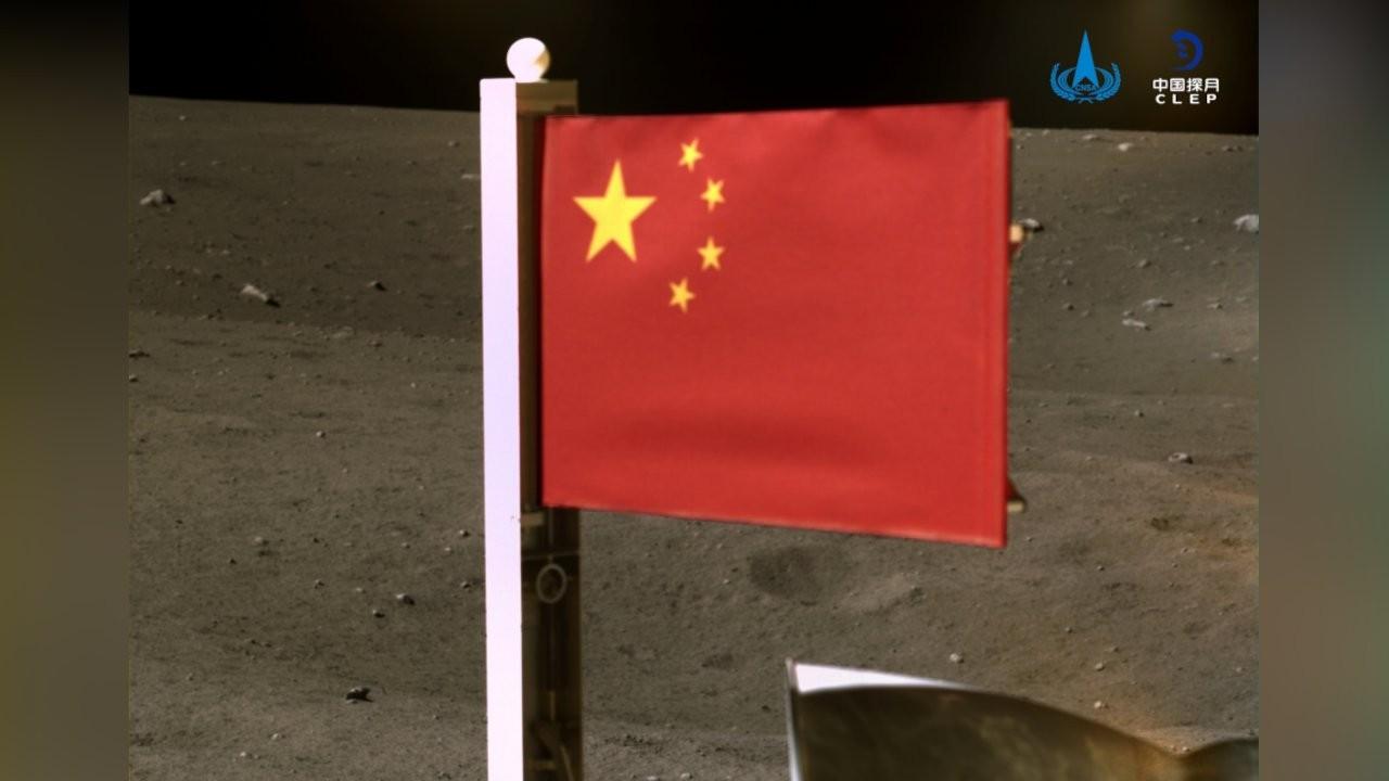 Chang'e-5 uzay aracı, Ay'a Çin bayrağı dikti