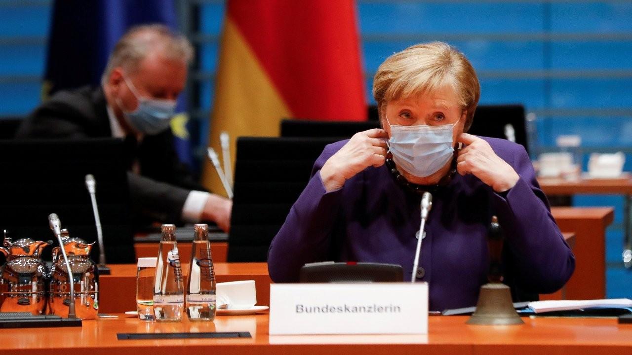 Merkel: Tünelin sonunda ışık görüyoruz