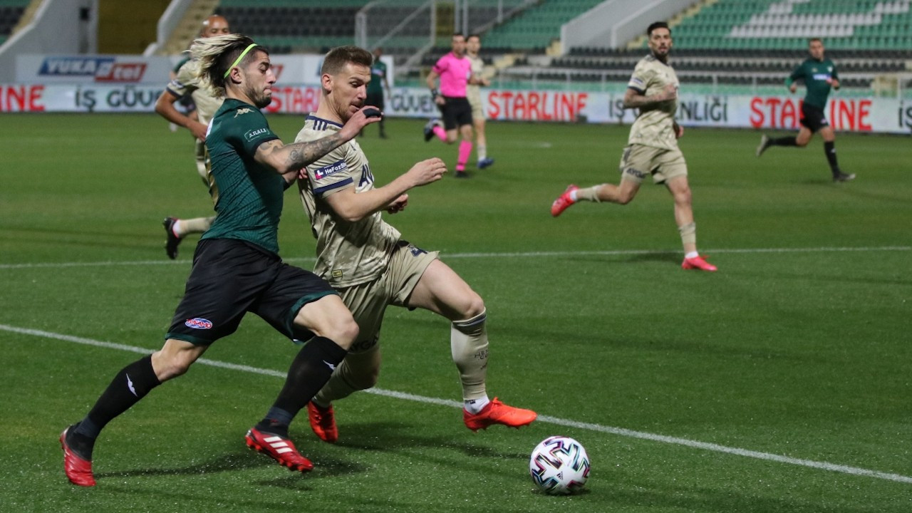 Fenerbahçe, Denizlispor'u deplasmanda 2-0 yendi